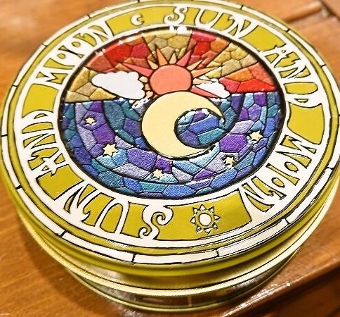 太陽と月缶