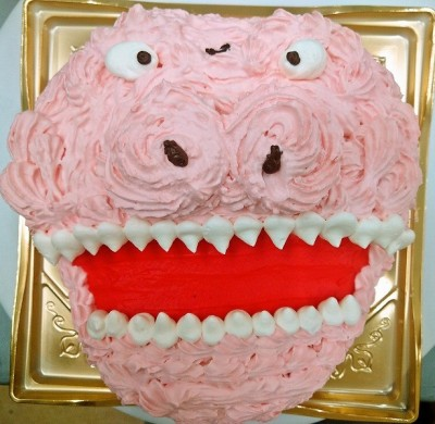ピンクの恐竜ケーキ